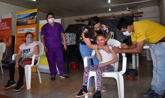 Vacunatorios del interior califican como exitosa la primera jornada