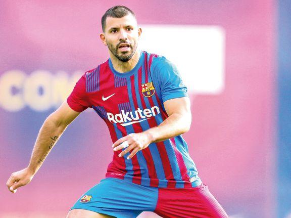 El Kun Agüero tuvo acción en un amistoso y sueña con el debut en Barcelona