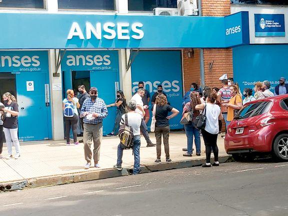 Bancos y Anses, los más rezagados en presencialidad