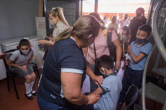 Ya vacunan  sin turno  a niños de  3 a 11 años