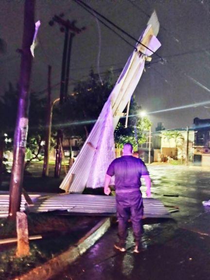 Se reportan más daños por la tormenta y al menos 10 barrios están sin luz en Posadas