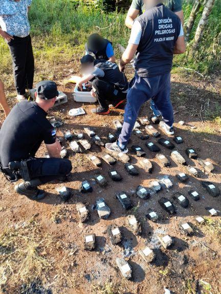 Entre las llamas, encontraron marihuana, en un insólito hecho ocurrido en Pozo Azul