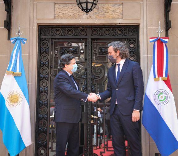 Los cancilleres de Argentina y Paraguay acordaron la apertura de fronteras de forma gradual