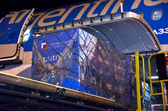Llega al país un cargamento con 500 mil dosis del componente 2 de la Sputnik V