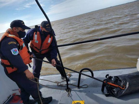Misterio narco: una embarcación a la deriva, 37 kilos de cocaína y un muerto