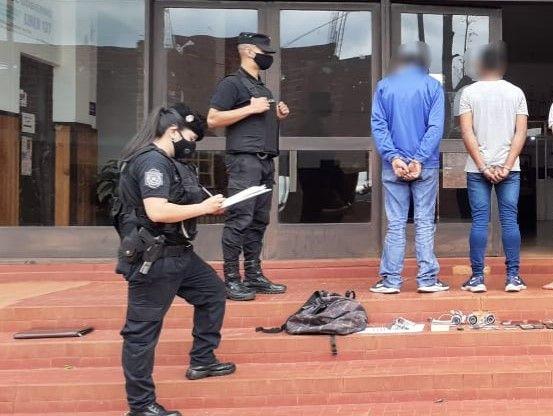 Oberá: tres delincuentes robaron a un hombre que los corrió hasta adentro de la casa de uno de ellos