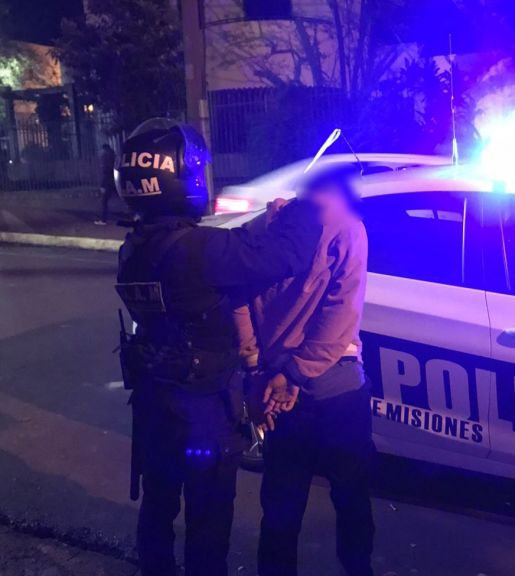 Posadas: intentó robar la rueda de un auto en pleno centro y terminó en la comisaría