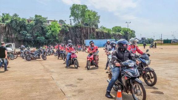 La ANSV entregó más de 15 mil cascos y chalecos a motociclistas de diez provincias