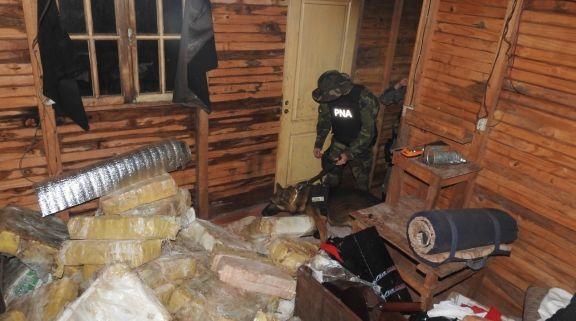 Incautaron casi cinco toneladas de marihuana en un complejo de cabañas en Iguazú