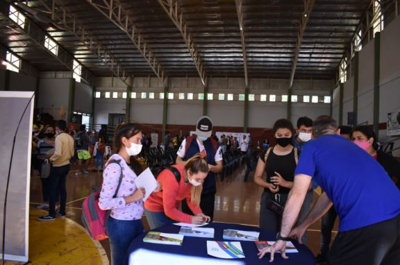 Con buena concurrencia, se realizó la expo carrera dirigida a estudiantes de San Pedro