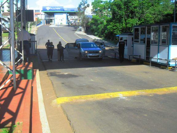 Poco movimiento en el primer día de apertura de frontera en Bernardo de Irigoyen y en Posadas