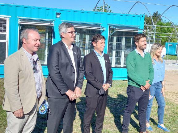 En Mercedes, el presidente de Biofábrica José Cabral entre otros, con el gobernador bonaerense Axel Kicillof