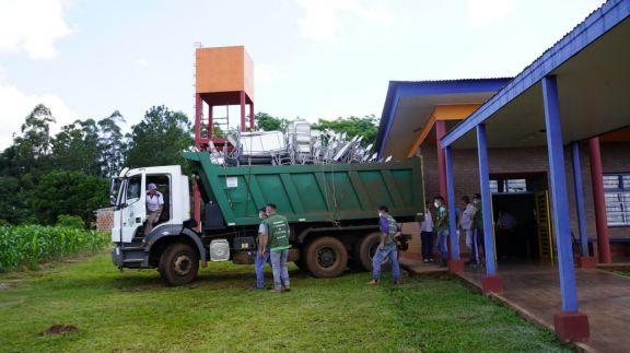 Escuelas primarias de Colonia Aurora recibieron mobiliario