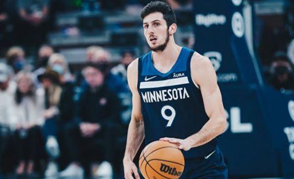 Leandro Bolmaro se convirtió en el argentino más joven en debutar en la NBA