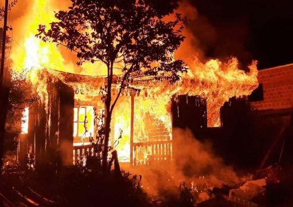 Hombre con problemas de salud mental perdió su vivienda tras un incendio en San Pedro