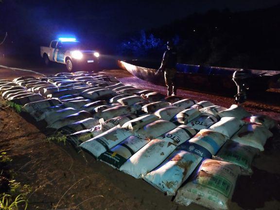 El Soberbio: en tres embarcaciones, más de cinco toneladas de soja