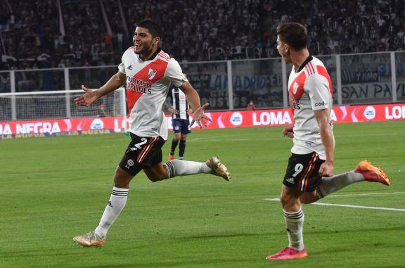 River venció a Talleres con un hombre menos durante casi todo el partido en Córdoba y estiró ventaja
