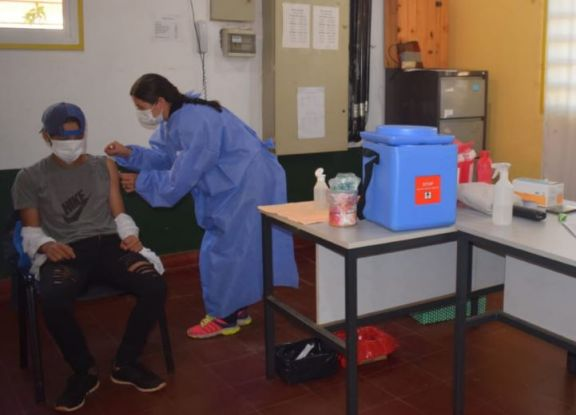 Arrancó la vacunación en escuelas de Jardín América