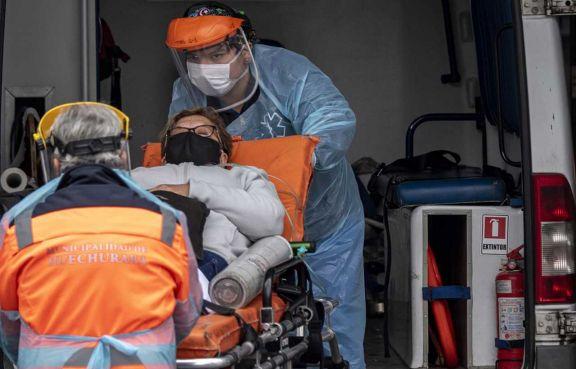 Chile: preocupan aumento de casos y pacientes en terapia