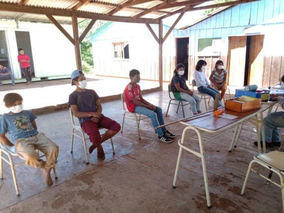 Niños Mbyá de San Pedro, reciben inmunización contra el covid-19