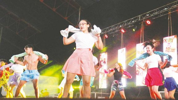 Oberá celebró la Estudiantina con danzas, teatro y música