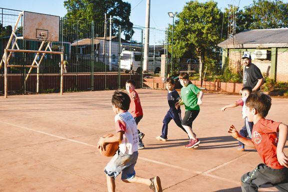 Escuela  de básquet  con mirada social