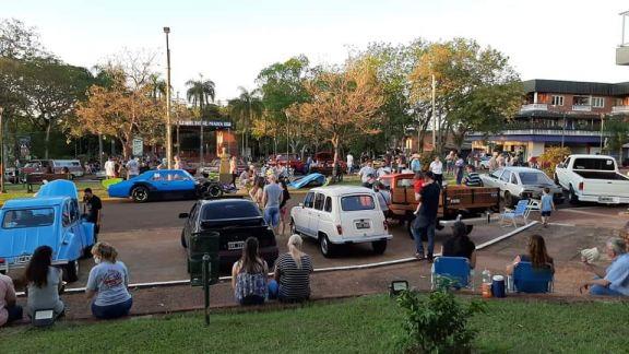 Capioví: este domingo habrá exposición de autos de época en la plaza Los Pioneros