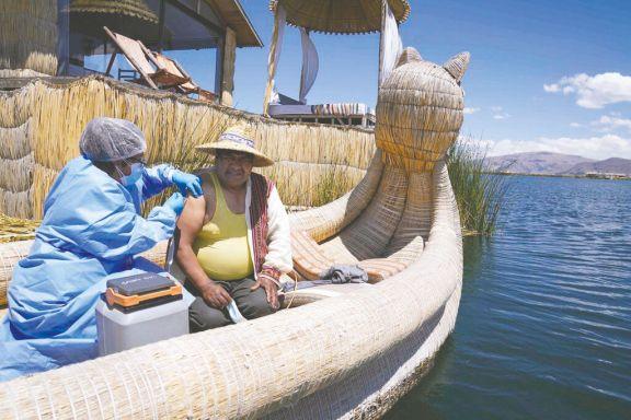 Alejar el Covid hasta del lago Titicaca
