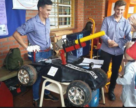 Alumnos de la EPET N° 33 presentaron su prototipo de ataque de incendio