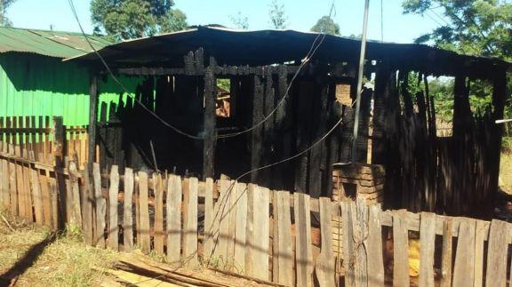Discusión Boca-River: Sigue prófugo tras incendiar la casa de su ex cuñado