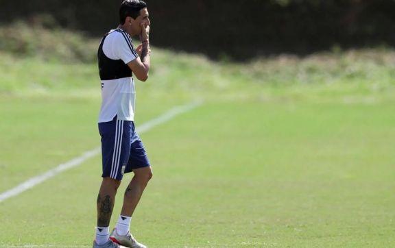 Ángel Di María sería suplente ante Paraguay, después de su actuación en el debut