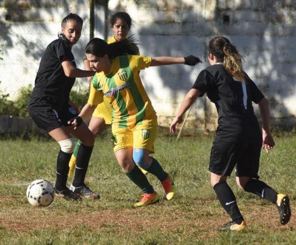 Liga Posadeña: La Picada y Huracán lideran en el fútbol femenino