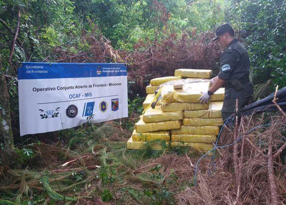Algunos paquetes de droga tenían adherido un rastreador que marcaba el sitio exacto de acopio.