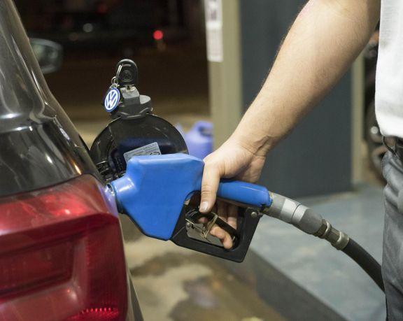 YPF aumenta desde la medianoche 4,5% el precio de sus combustibles