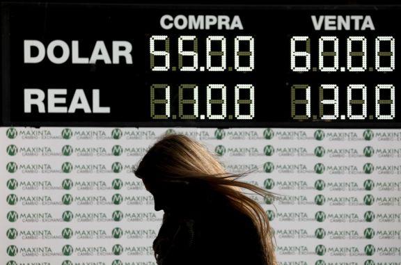 En un lunes negro, el dólar se disparó y la bolsa cayó 37%