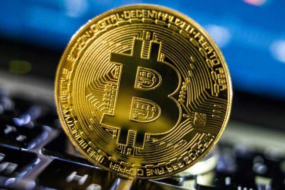 El Bitcoin sigue en caída y ya perdió 17% de su valor récord