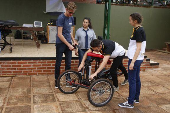 Crearon un triciclo ortopédico para personas con discapacidad motriz inferior