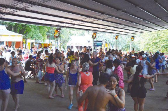 El Tabay se viste de fiesta para animar el verano