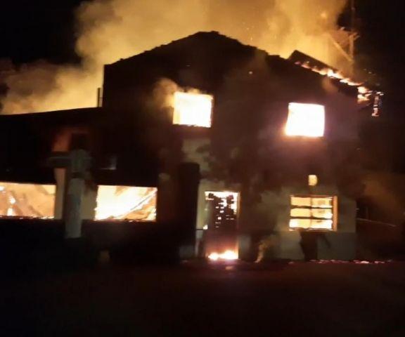Daños totales tras el incendio en el Centro Pastoral Misiones en Eldorado