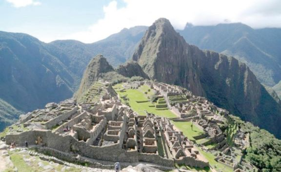 Detienen a dos argentinos  por daños en Machu Picchu
