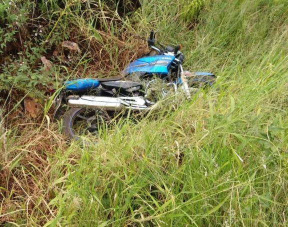 Un motociclista murió arrollado por camionero que luego huyó