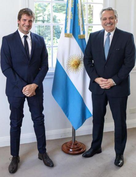 El presidente Alberto Fernández con el titular de la EBY por Argentina Ignacio Barrios Arrecha