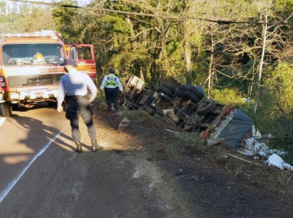 Camionero murió tras despiste y vuelco en la ruta 12