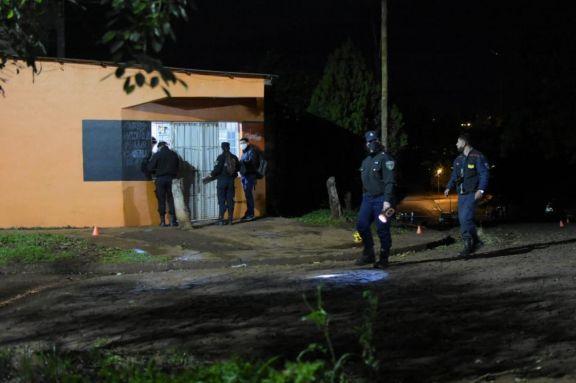Investigan el homicidio de un joven en el barrio A-4