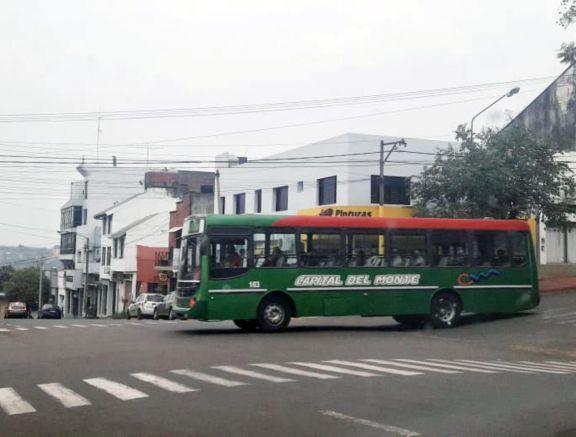 Oberá: choferes del transporte público no cobran el sueldo y realizaron medidas de fuerza