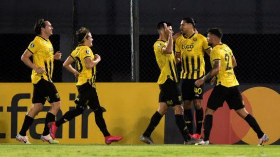 Tigre fue goleado por Guaraní y quedó a un paso de la eliminación