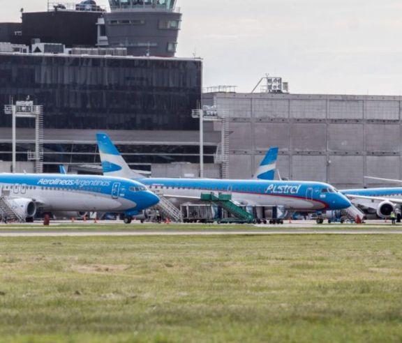 Aerolíneas suspenden venta de pasajes internacionales para ajustarse al dólar