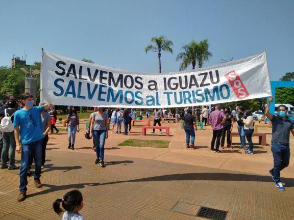 Iguazú: Marcharon para exigir la inmediata reactivación turística