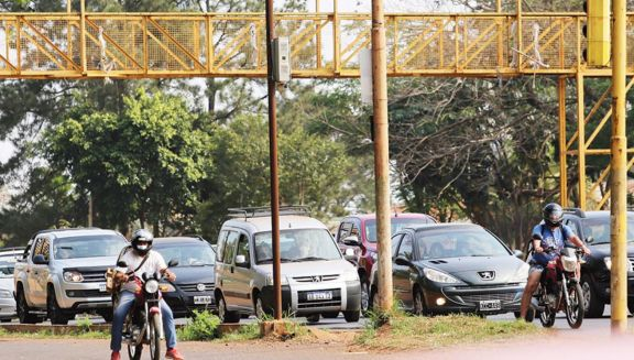 Semáforos verdes cortos provocan que el conductor incurra en infracción en Posadas