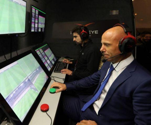 El VAR llega al fútbol argentino y podría empezar a utilizarse en cinco meses